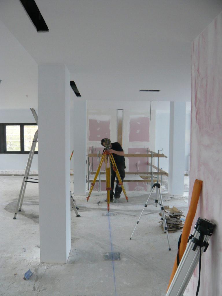 Pierre Courtois. Point à la ligne, Implantation de l'intégration couvrant 3 niveaux (sols, murs, plafonds) de la nouvelle bibliothèque de la Région wallonne, Jambes (BE). Détail - 2011