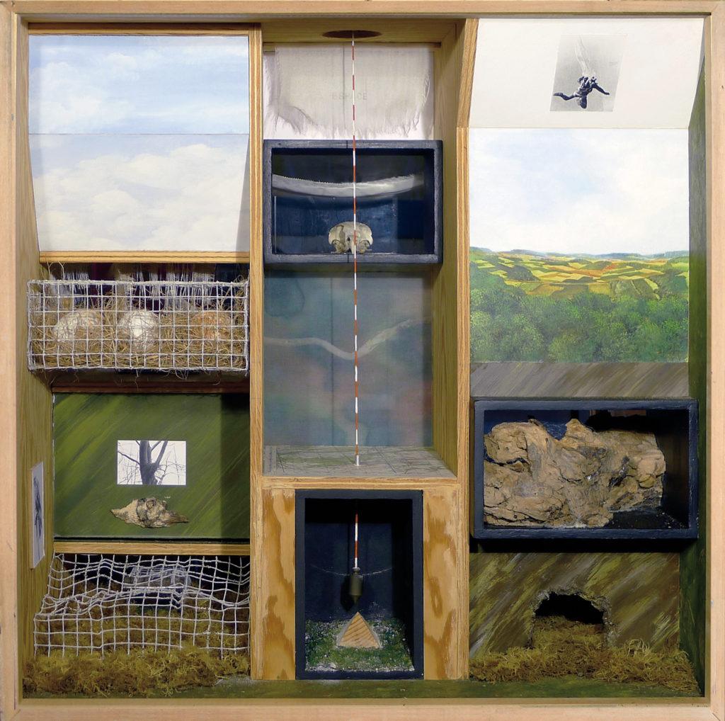 """Pierre Courtois . """"Lecture verticale, face A"""" . boîte avec techniques mixtes . 60 x 60 x 50 . 1982"""