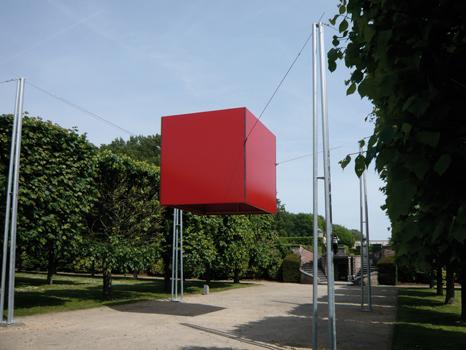 """Pierre Courtois - """"Points de clôture"""" - Installation (phase 3) - exposition """"cabanes"""" - Château de Seneffe (B) - 2011"""