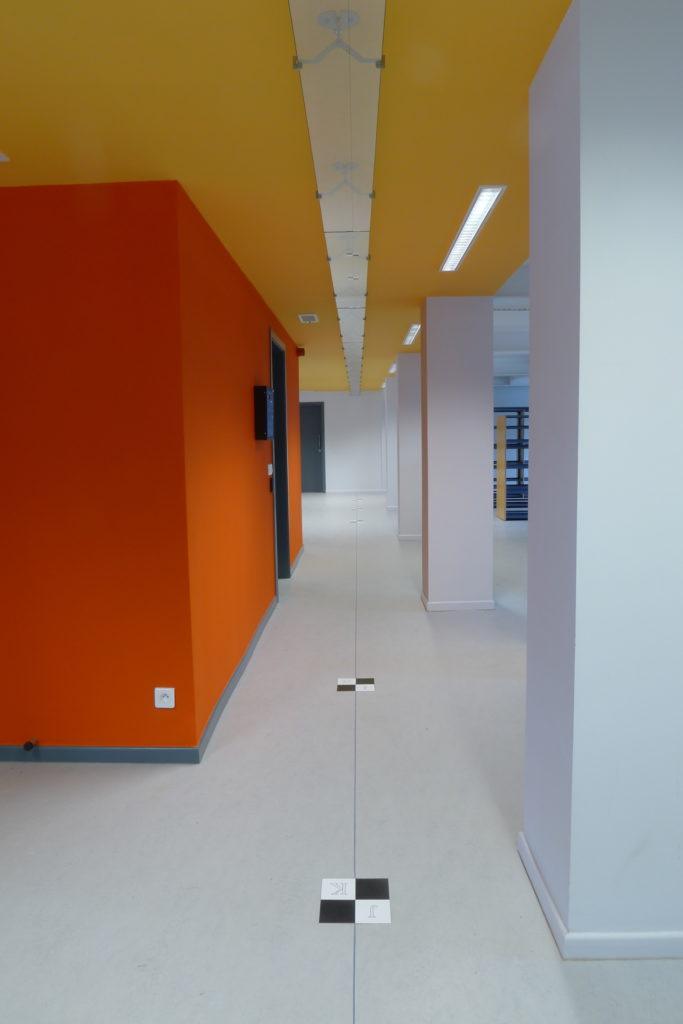 Pierre Courtois. Point à la ligne, Intégration couvrant 3 niveaux (sols, murs, plafonds) de la nouvelle bibliothèque de la Région wallonne, Jambes (BE). Détail - 2011