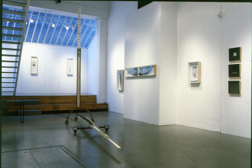 Pierre Courtois · Mesurer le paysage . Échelle de mesure · Installation Galerie Artwall+B Soho NY (USA) · 1995