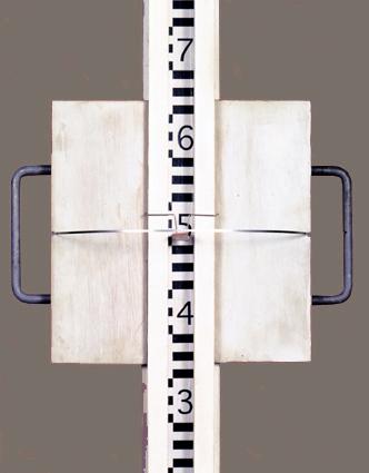 Pierre Courtois - Lignes d'horizon - Toise pour calcul de la ligne d'horizon, Cote 163 Maison de la Culture, Namur (B) 1999 - détail