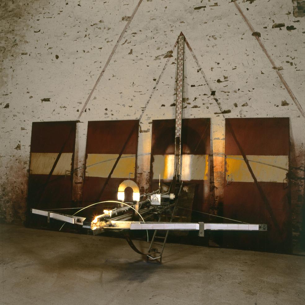 La grande arbalète - Traces et Tracés - Sorinne-le-lge - 1989 - 200 x 630 x 300 cm - détail